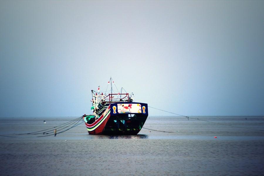 [FOTO] Perahu Di Pantai Kartini Rembang